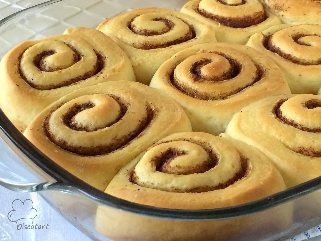 اخبزيها حتى يحمر سطحها ثم أخرجيها من الفرن و اتركيها ترتاح 10 دقائق