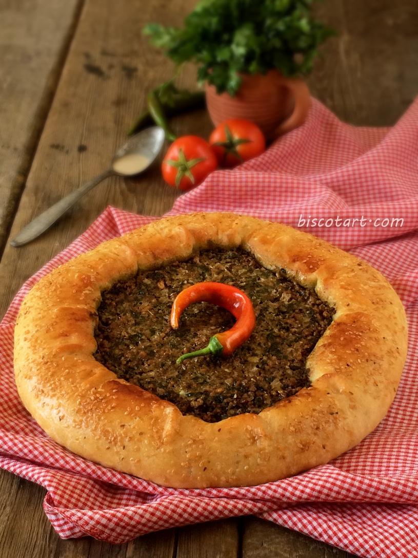عيش باللحم من نكهة عربية