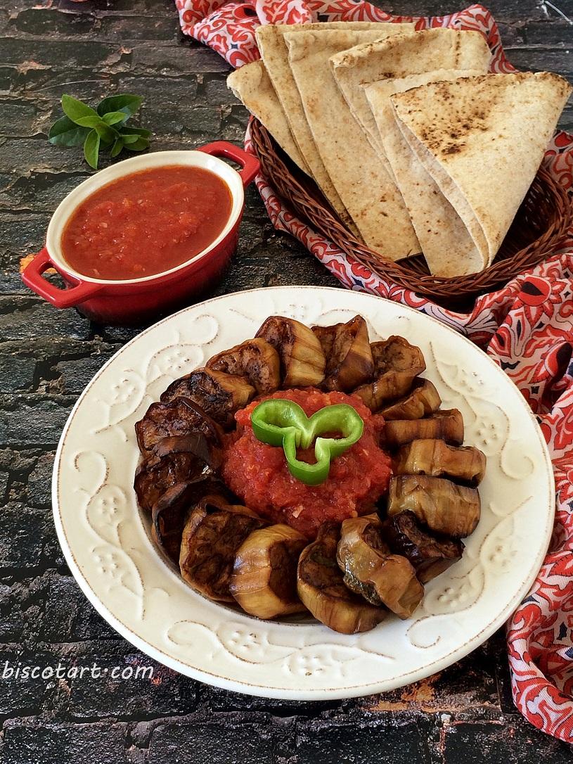 باذنجان مقلي مع صوص الخل و الثوم ( وصفة تركية )