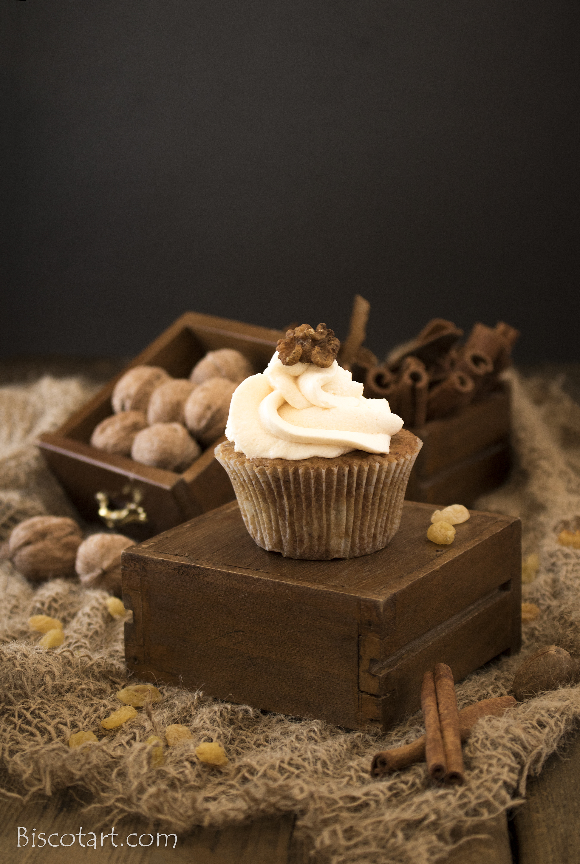 Spice cupcake with raisins